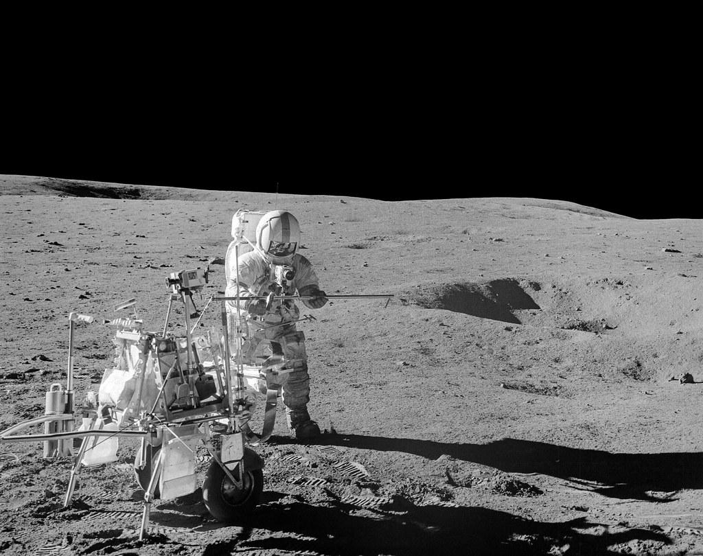Alan Shephard and his golf club - Apollo 14 | Source raw