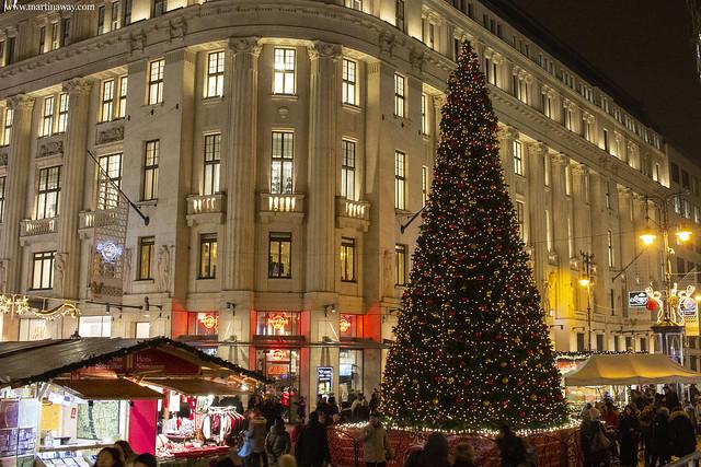 Christmas market at Vörösmarty square