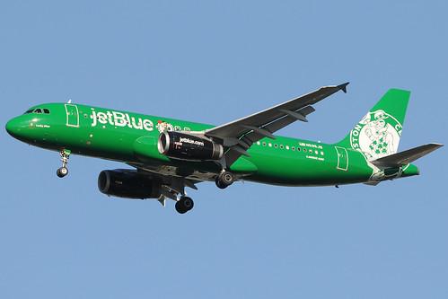 N595JB - Airbus A320-232 - JetBlue Airways - Boston Celtics livery @ JFK | by Gabriele Fontana - Tuscan Aviation