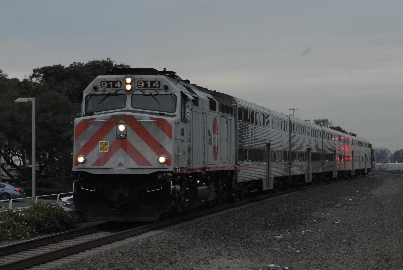 Caltrain locomotive unit 914, Atherton, arriving at Belmont Station