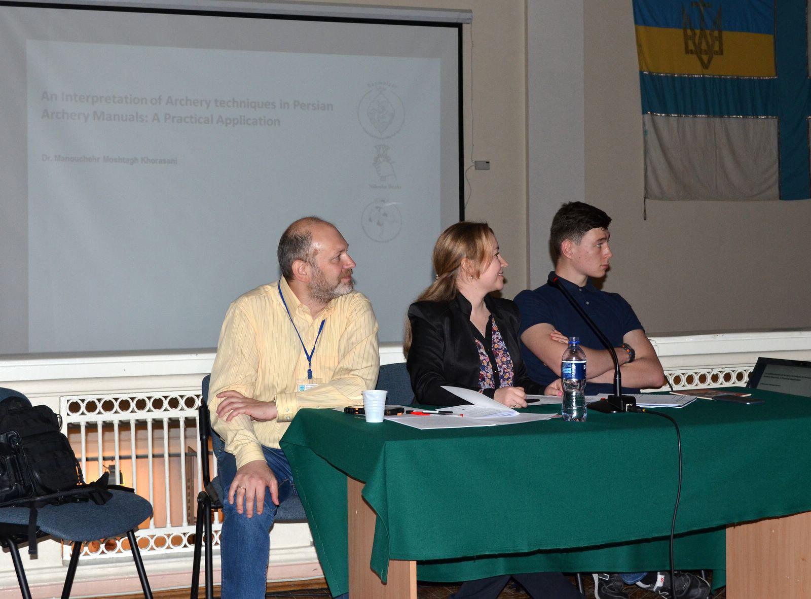 Організатор і ведучий конференції, к.і.н., Денис Тоїчкін (ліворуч).