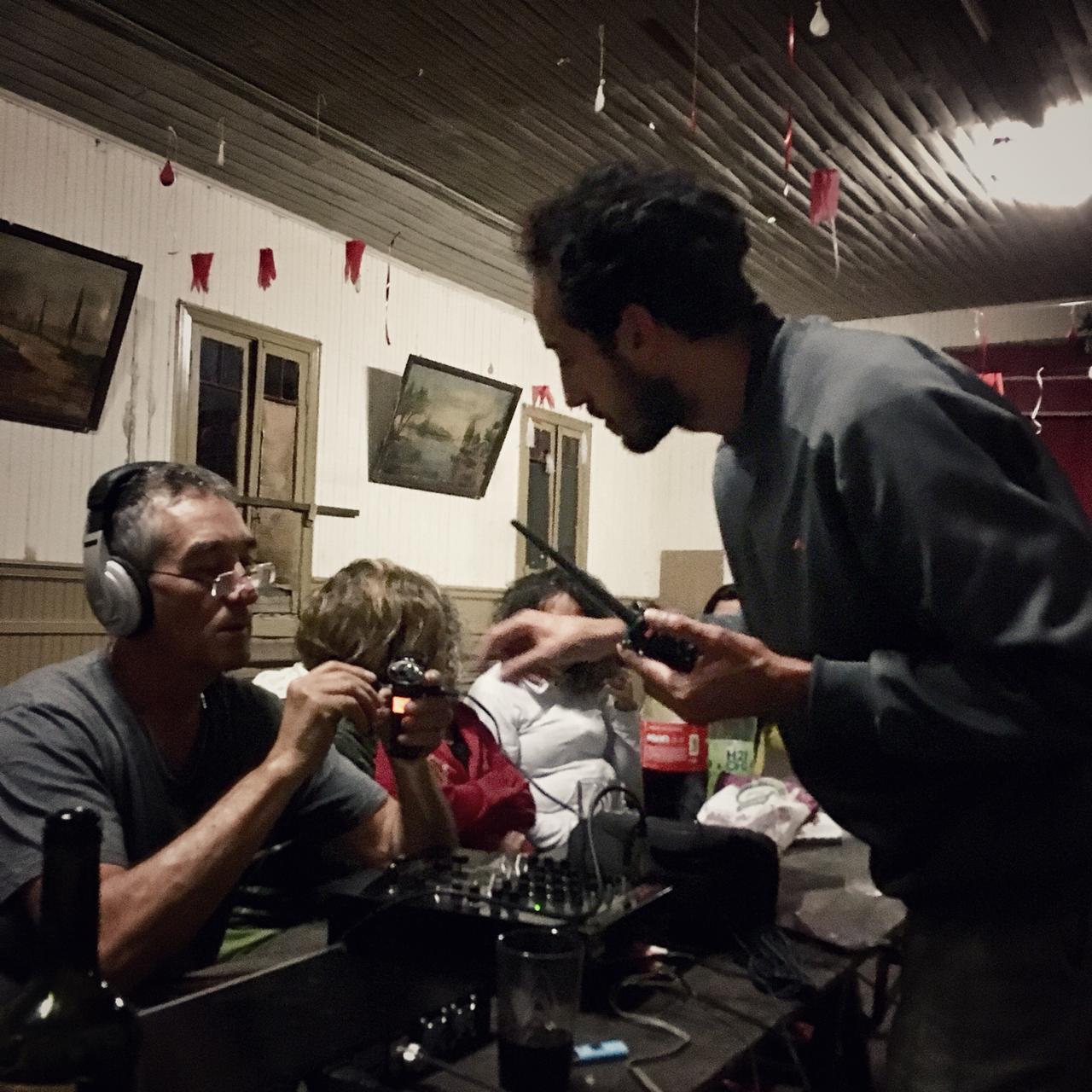 Activación de la Radio Isleña FM 88.1 en el Salon de Baile del Recreo Blondeau. Carapachay y Canal Alem. Islas de Campana.