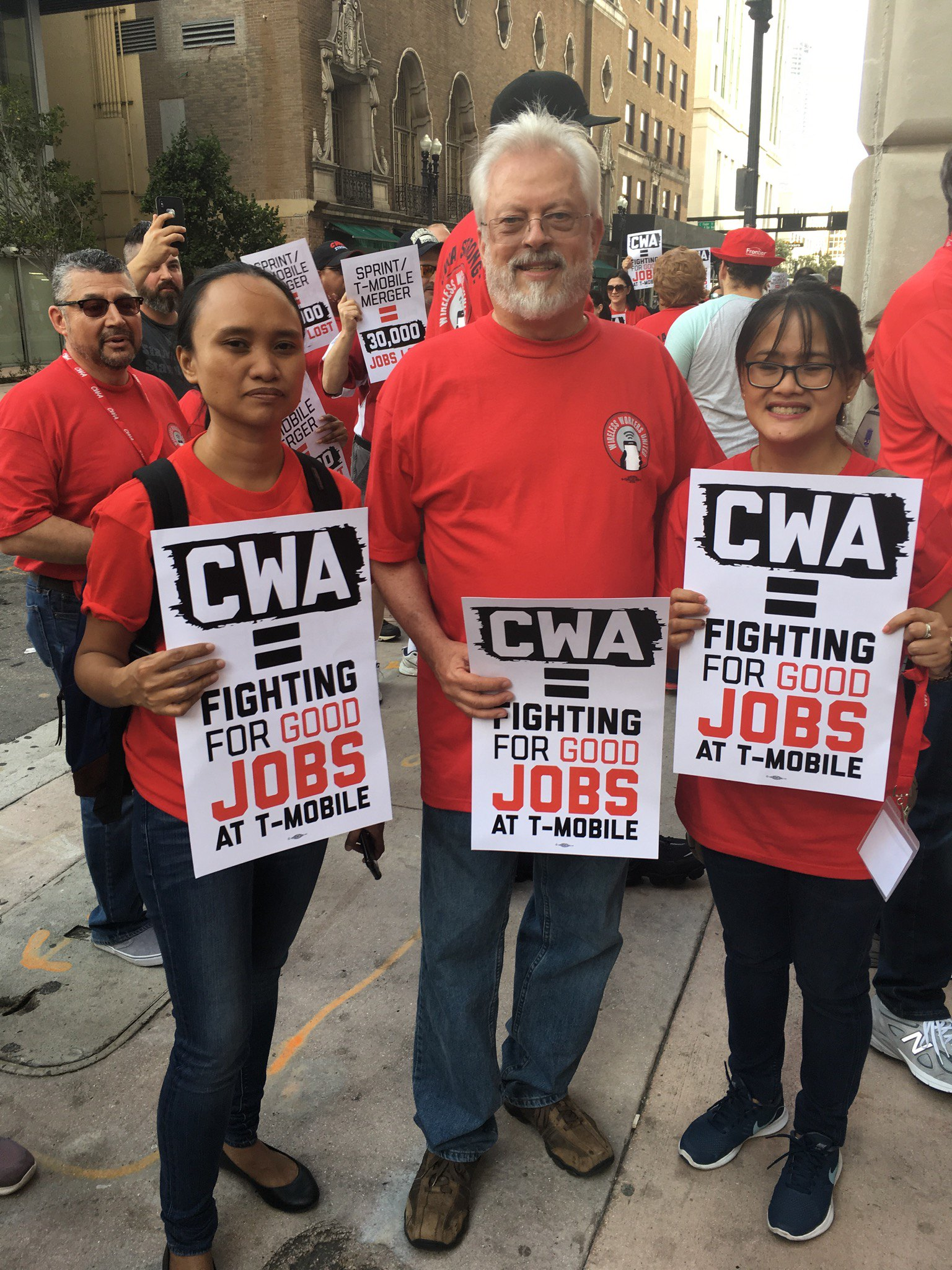 CWA Supports jobs at T-mobile