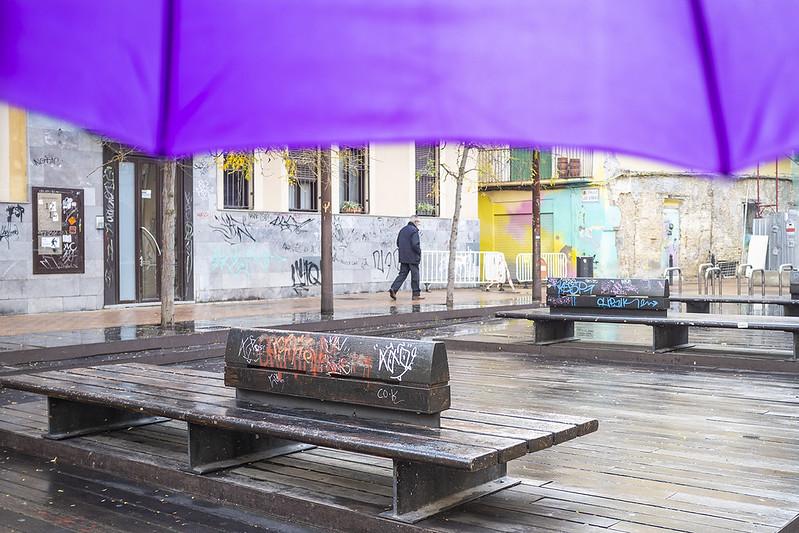 El paraguas morado