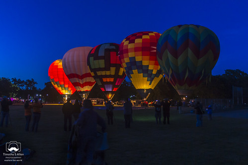 califoria windsor balloons basket bluehour burn crew dawn dawnpatrol earlymorning fire gas glow green hotairballoon launch lit patterns people preparation red silhoette sunrise trees yellow