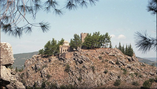 Η εκκλησία της Αγίας Σοφίας και ο μεσαιωνικός πύργος στο Κάστρο της Λιβαδειάς. (Greece, Livadeia, Castle).