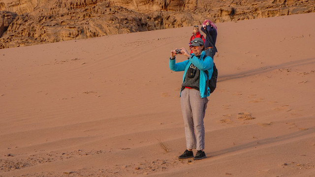 Lineke taking a picture of the setting sun in the Wadi Rum desert