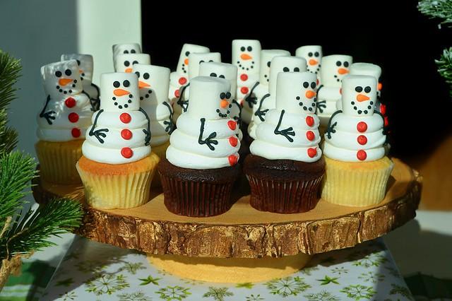 Marshmallow Snowman Cupcakes