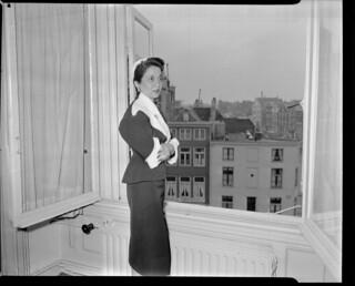 03-07-1952_10327A Prinses Sumair