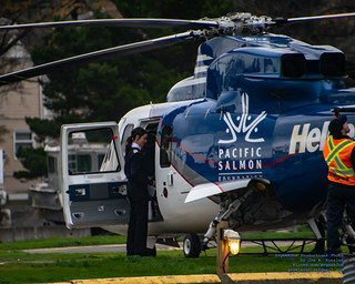 .@HeliJet Personnel Prepping For Flight