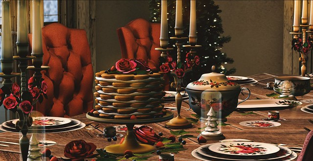 Roses and Ivy Christmas Table