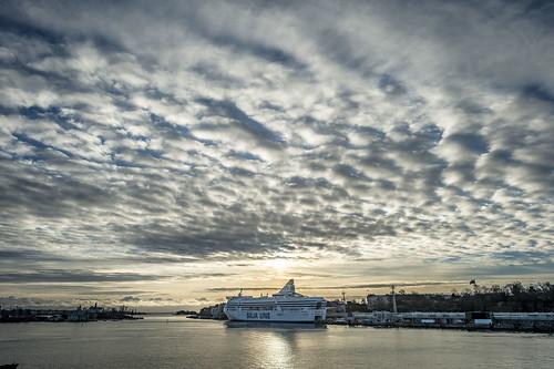 nikon nikkor camera dslr finland suomi helsinki baltic sea ocean clouds hdr sky colors boat cruise sunrise panoramic silja line 24mm trip travelling turism reflection sunlight