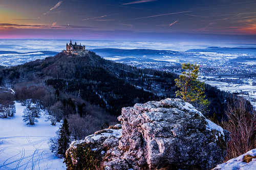 hohenzollern castle burg imperial house castles berg bluff hechingen bisingen swabian alps badenwürttemberg germany baden württemberg stuttgart zollernalbkreis zollerberg zoller simon mangold canon eos 5d mark iv 1124 2470 70200 manfrotto lee filters polarized pol ndf landscape deutschland blue red sunset clouds rock schloss trees forest snow cold winter stimmung mood ice schnee fairytale märchen