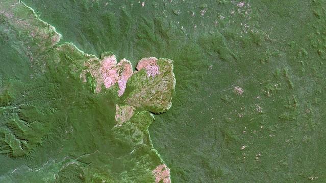 Área da Terra Indígena / Indigenous Land Uru-eu-wau-wau area, Rondônia