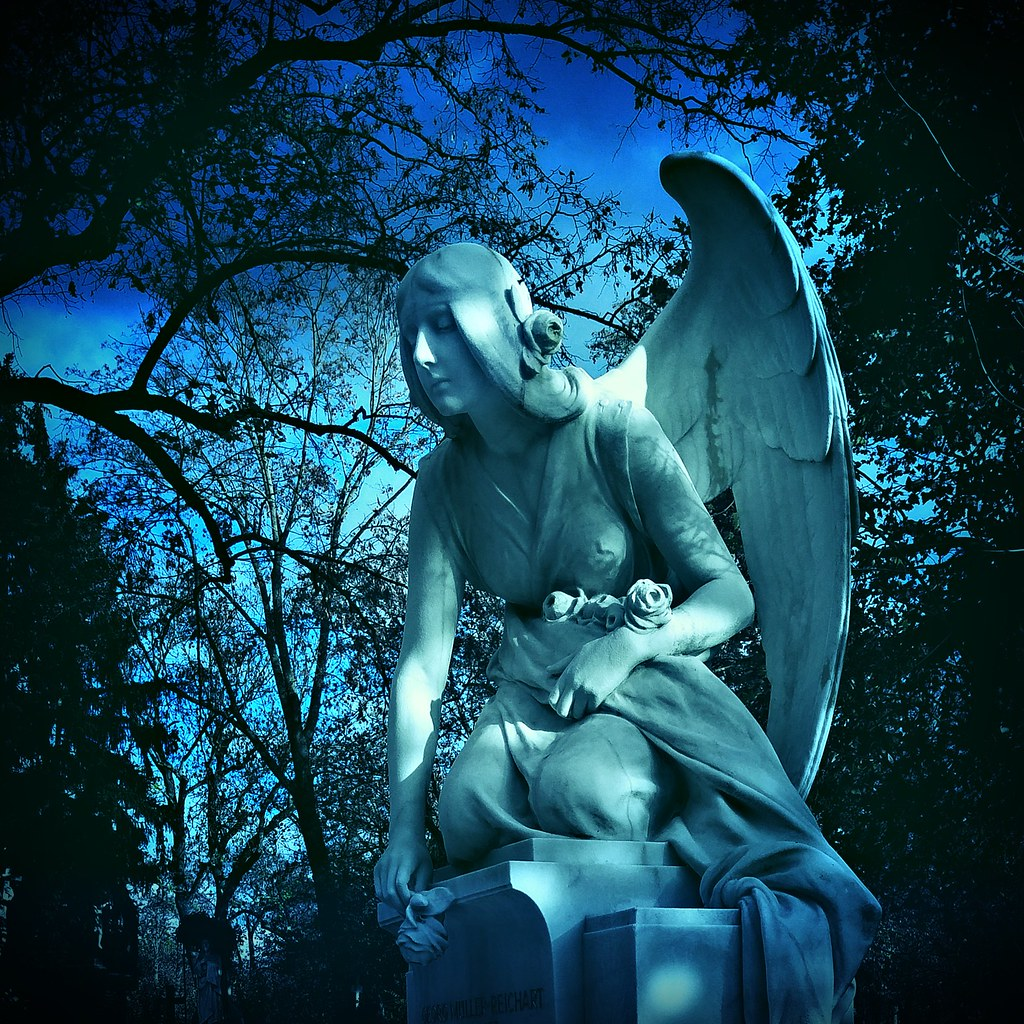 Heute mal kein Titel | Grabfigur auf dem Hauptfriedhof in Wü