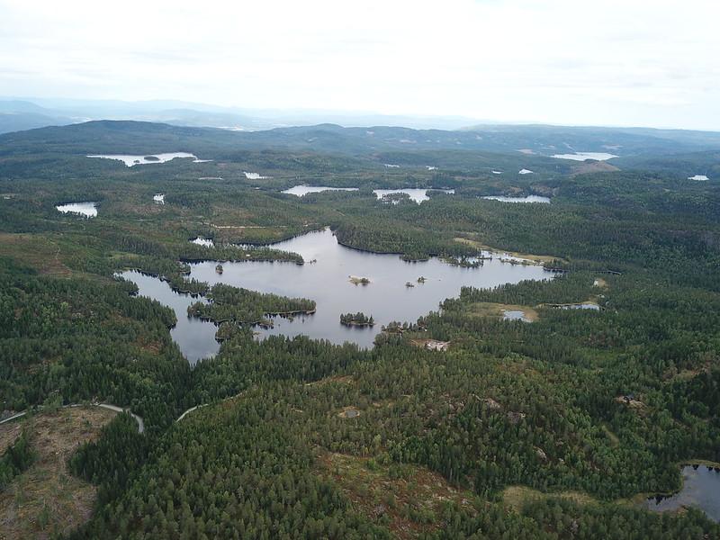 13-Utsikt mot Solbergvannet fra Lokkeråsen (drone)