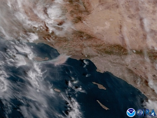 GOES-17 Captures Woolsey Fire in Southern California