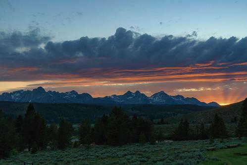 idaho usa sawtooths sawtoothrange nature landscape landscapephotography nikond850 marchaegemanphotography americanwest mountain tree serene sunset sky