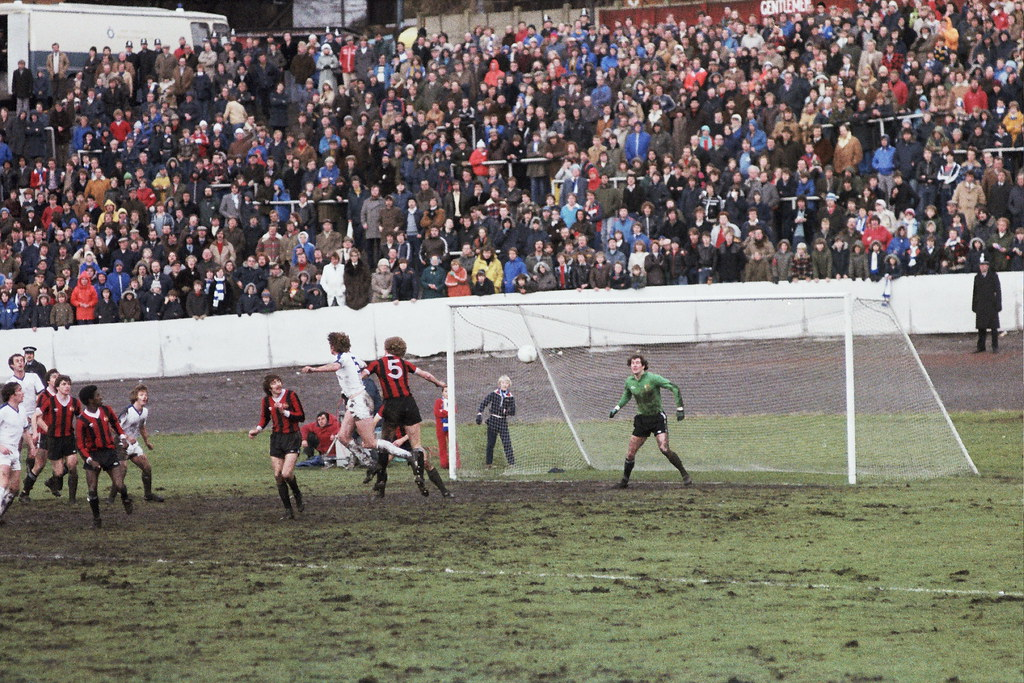 05-01-1980 Halifax Town 1-0 Manchester City (FAC3) Dave Harris challenges Tommy Caton