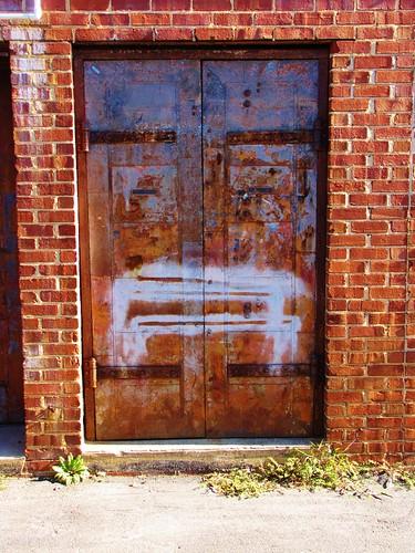 sanford northcarolina leecounty smalltownnorthcarolina smalltown bricks brightcolors brickcity downtownsanford facedoor face door rusty gerrydincher