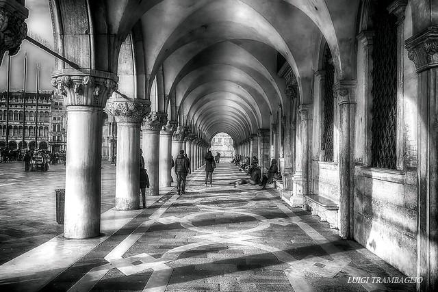 Sotto i portici di piazza San Marco (Venice) Italy