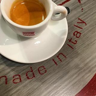#espresso #illy #caffe #madeinitaly #genova | by jonworth-eu