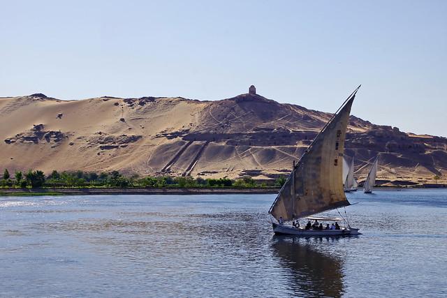 Der Nil und die Felsengräber von Assuan