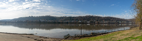 ohioriver riverfront aberdeen ohio masoncounty maysville kentucky unitedstates us hills city landscape scenic pleasant view water reflections buildings structures historic mountains forest valley panorama