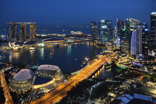 world travel reise viajes asia southeastasia singapore skyline skycraper city ciudades cityscape cityview urban urbanlife urbanview architecture arquitectura architektur night noche nacht blue bluehour outdoor panorama