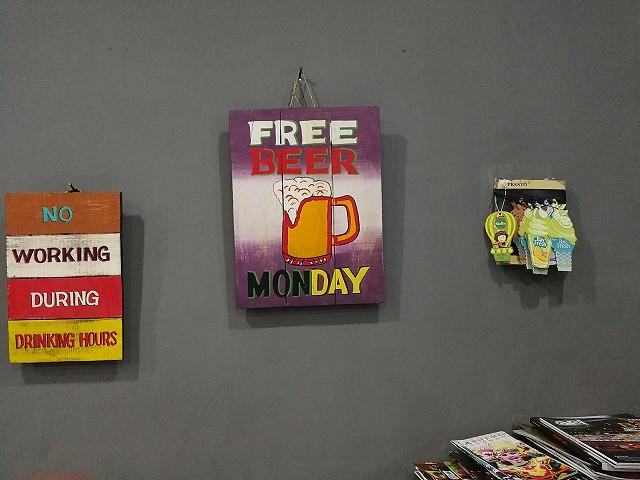 <p>え~、ビールが月曜無料だって!</p>