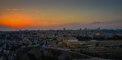 panoramic view sunset old city viewed from mount olives jerusalem israel jerusalemdistrict il jlm middleeast middle east altstadt historic ancient יְר pano vista panorama dusk evening sun walled wall yellow orange mt mountofolives dome rock golden unesco whs world heritage site worldheritagesite holy land skyline temple הַר הַזֵּיתִים olivet