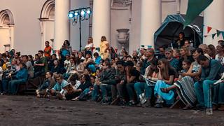 People watching a white night street performance, Elagin island, candid (St. Petersburg, Russia) #115, 08-2018, (Vlad Meytin, vladsm.com) | by Instagram: vlad.meytin