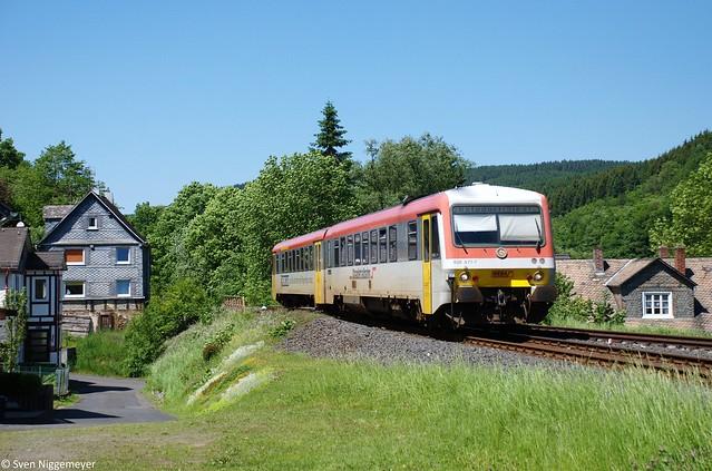 628 677-7 der Westerwaldbahn auf der Daadetalbahn von Betzdorf(Sieg) nach Daaden in Daaden am 26.05.12