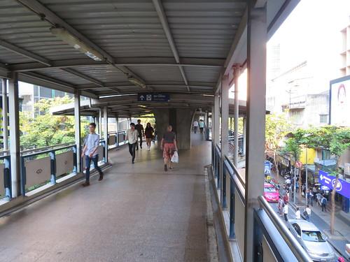 ロイヤルバンコクスポーツクラブ競馬場へのアクセス駅であるシーロム駅