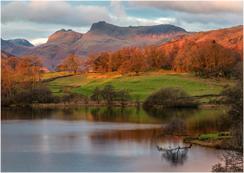 ambleside england unitedkingdom gb morning view sunrise autumn lake mountains water nationaltrust thelakes thelakedistrict cumbria fell langdalepikes