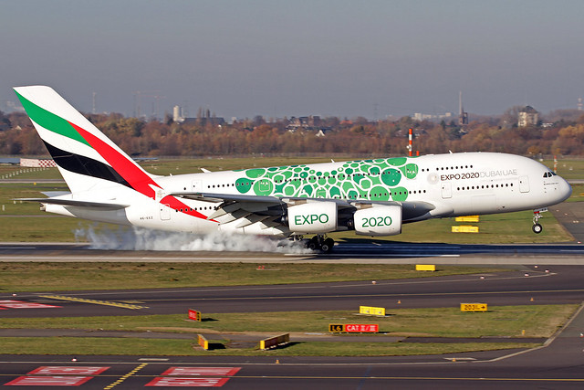Emirates Airbus A380-861 A6-EEZ DUS 18-11-18_a