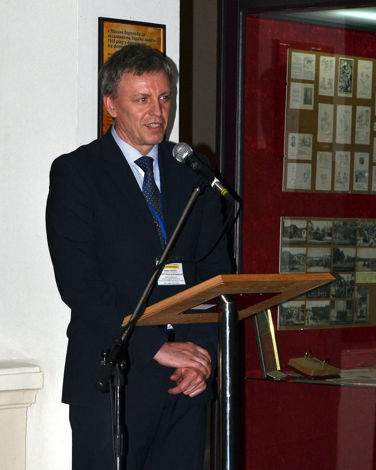 З вітальним словом до учасників звернувся директор Національного військово-історичного музею України Владислав Таранець.