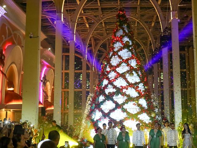 okada garden and christmas tree (5 of 25)