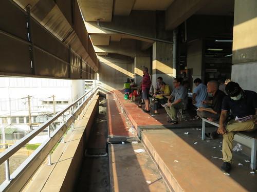 ロイヤルバンコクスポーツクラブ3階の装鞍所を見下ろすバルコニー