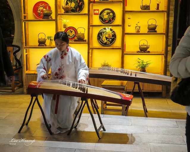 Chengdu, Guzheng music player