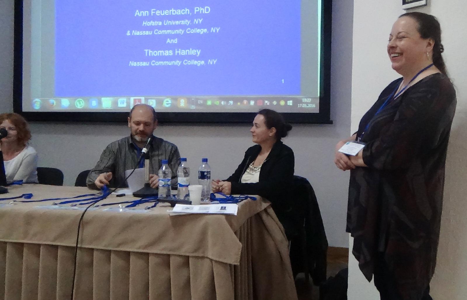 """Енн Феєрбах (співавтор Том Хенлі). """"Торгівля клинковою зброєю між Хазарським каганатом, Руссю та Ісламськими державами протягом ІХ–Х ст. н.е."""""""