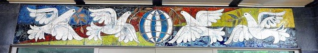 1965/67 Berlin-O. Emaille-Bauschmuck Apartmenthaus für das diplomatische Gefolge von Staatsgästen von Walter Schmidt Tschaikowskistraße 3 in 13187 Niederschönhausen