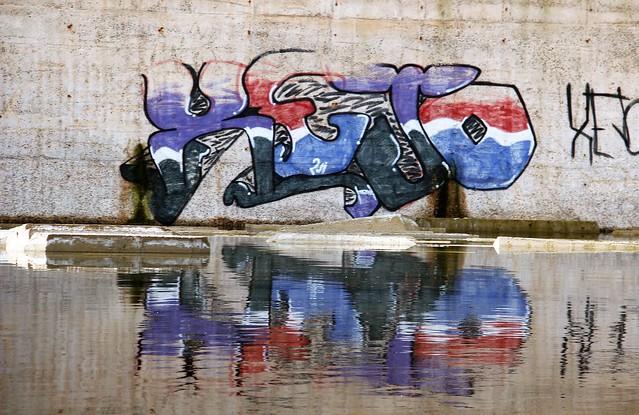 Fabbrica abbandonata - Scuola di artisti del graffito / Abandoned factory - School of graffiti artists