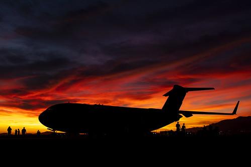 aircraft airshow airport sbdfest sanbernardinointernationalairport sanbernardino california 2018 military silhouette sunset c17 c17globemasteriii