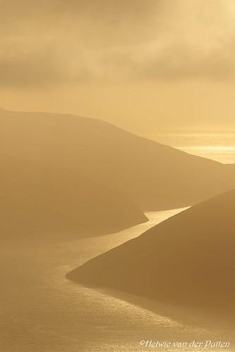 mountains mist atlantischeoceaan baggrundsbelysning eglisfjall backlight sea clouds tegenlicht zonsondergang zonlicht landscape landschap sunset water uitzicht atlanticocean farã¶er view wolken silhouet skeiã°sskarã° streymoy faerã¶er skeiðsskarð faeröer fo faröer