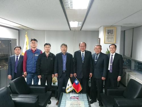 圖01. 本會莊理事長〈右3〉率團拜會韓國FKCU金東明委員長〈左4〉。