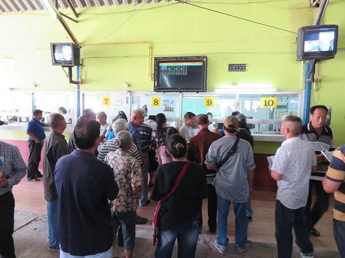 チェンマイ競馬場の馬券師たち