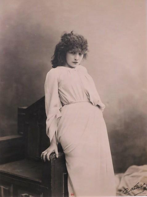 Sarah Bernhardt dans « Macbeth » (1884), Paul Nadar – Exposition « Les Nadar, un siècle de photographie », Bibliothèque François Mitterrand, Paris XIIIe
