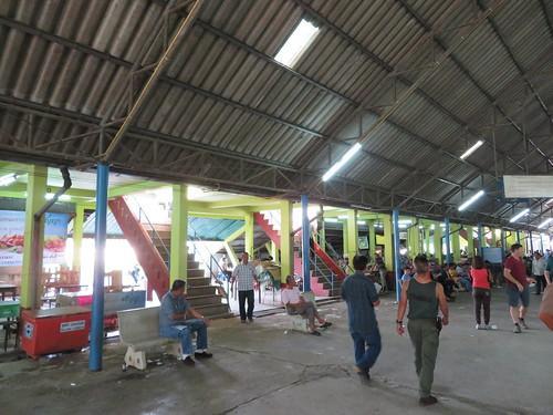 チェンマイ競馬場のスタンドと観覧席部分の境目