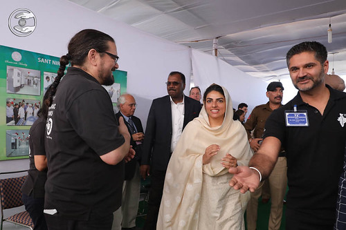 Satguru Mata Sudiksha Ji going round in Chiropractic Clinic